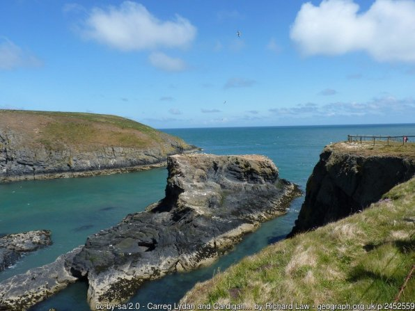 Walk the Wales Coast Path from Aberporth to Aberteifi / Cardigan
