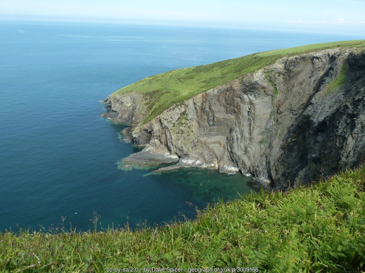 Walk the Wales Coast Path from Aberteifi / Cardigan to Trefdraeth / Newport