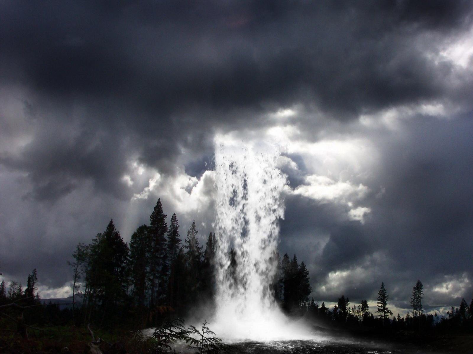 Fond d'ecran Cascade d'eau du ciel