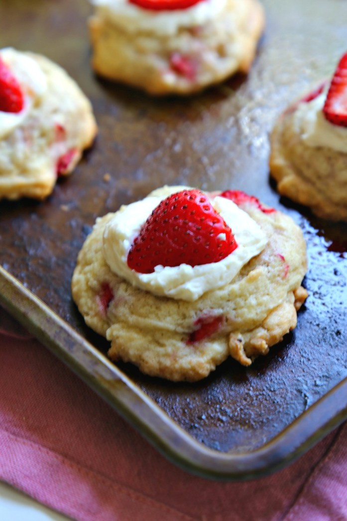 Strawberries 'n Cream Cookies 9--071816