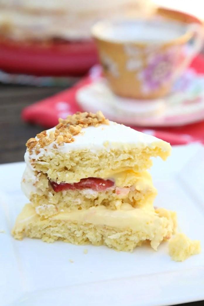 Custard-Filled_Victoria_Sponge_Cake_042218_4