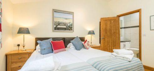 Wallops Wood Cottage Hedgehunter beautiful double bedroom with ensuite shower room