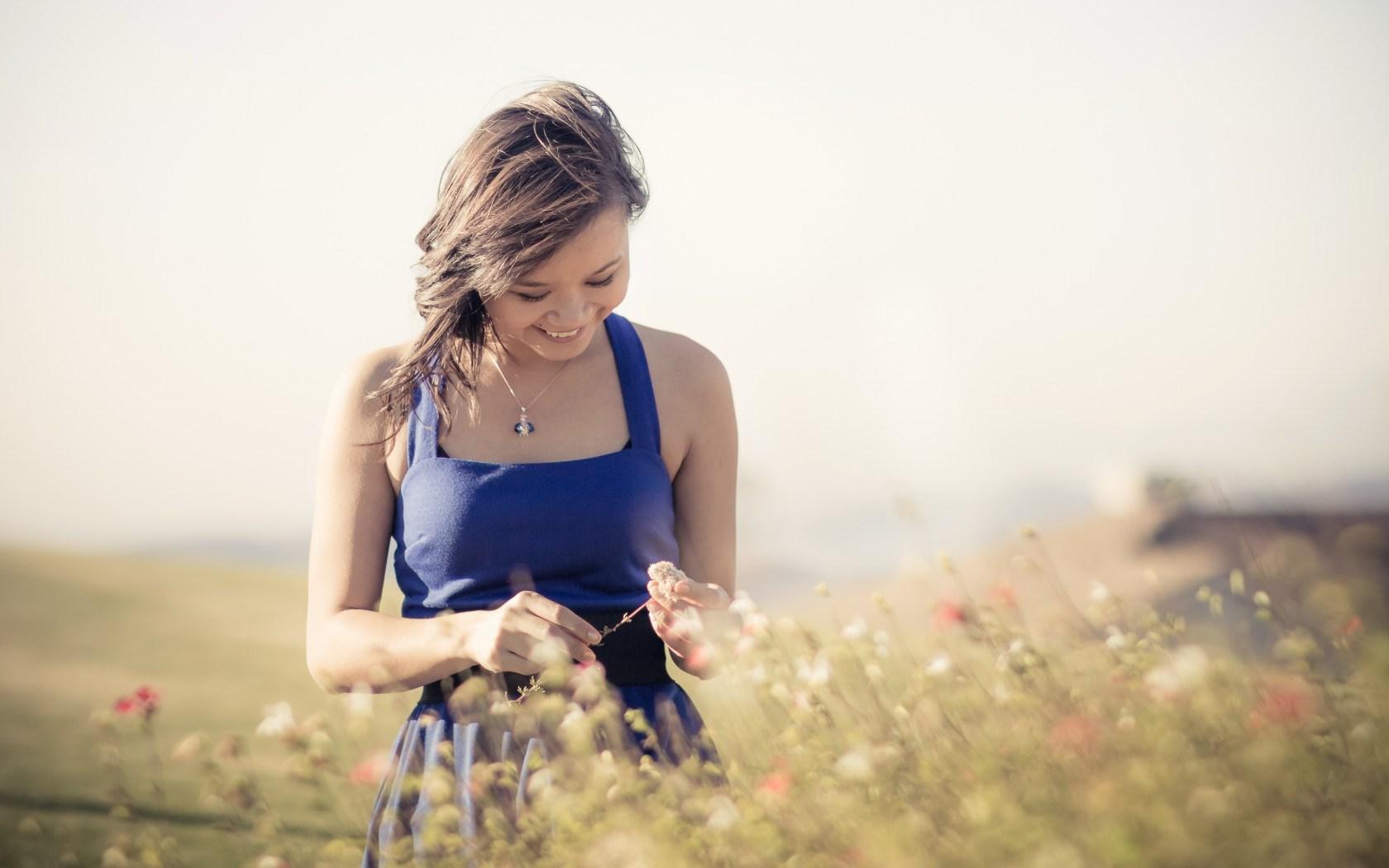 Cute Girl Hd Wallpapers 1080p Download Mood Girl Blue Dress Smile Field Wallpaper Celebrities