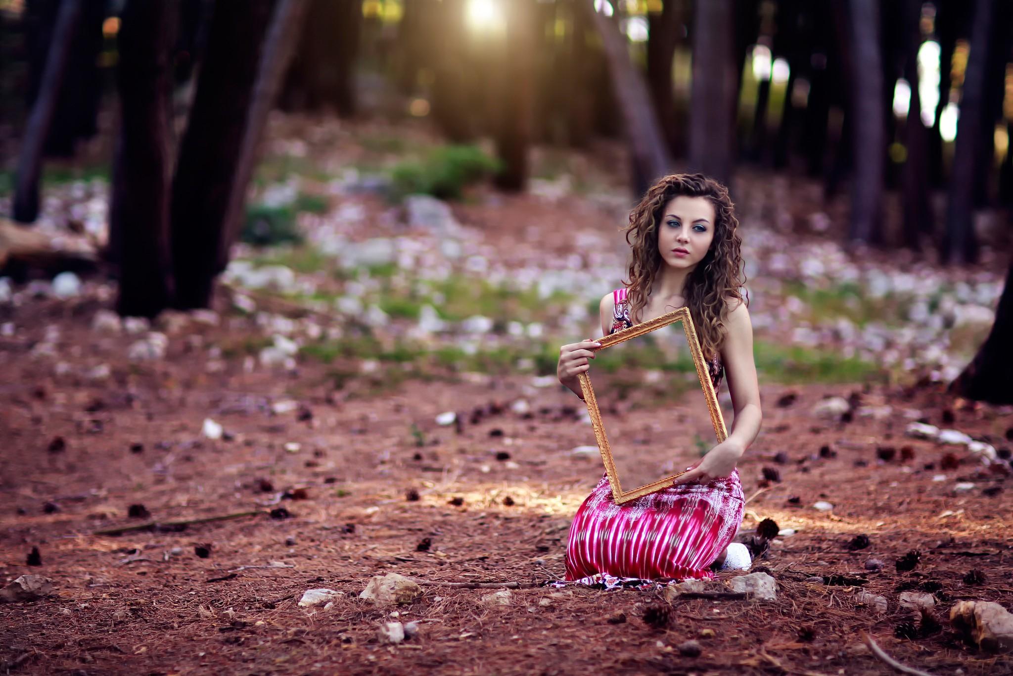3d Flower Wallpaper For Pc Women Curly Hair Kneel Sitting Bokeh Mirror Ground