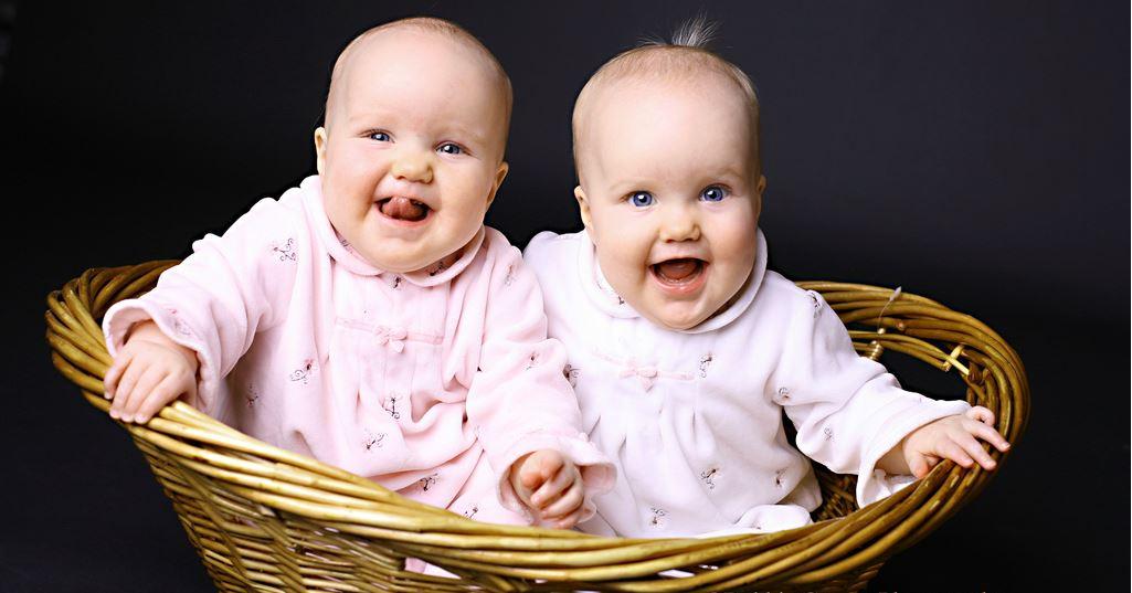 Sad Anime Girl Sweet Hd Wallpaper Download Twin Beautiful Baby Picture Cute Baby Girl