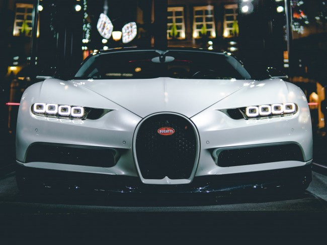 Super Cars 3d Wallpapers Download 3840x2880 Bugatti Chiron Front View White