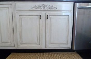 Distress White Kitchen Cabinets