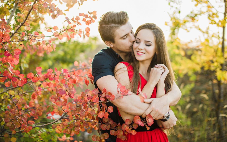 Beautiful Loving Couple Romance In Nature Autumn Leaves HD