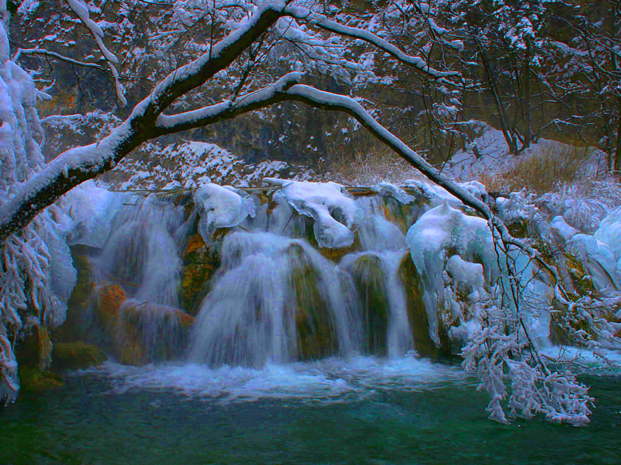 Free Fall Wallpaper For Ipad 2 Plitvice Waterfall Winter Wallpaper Hd 07942