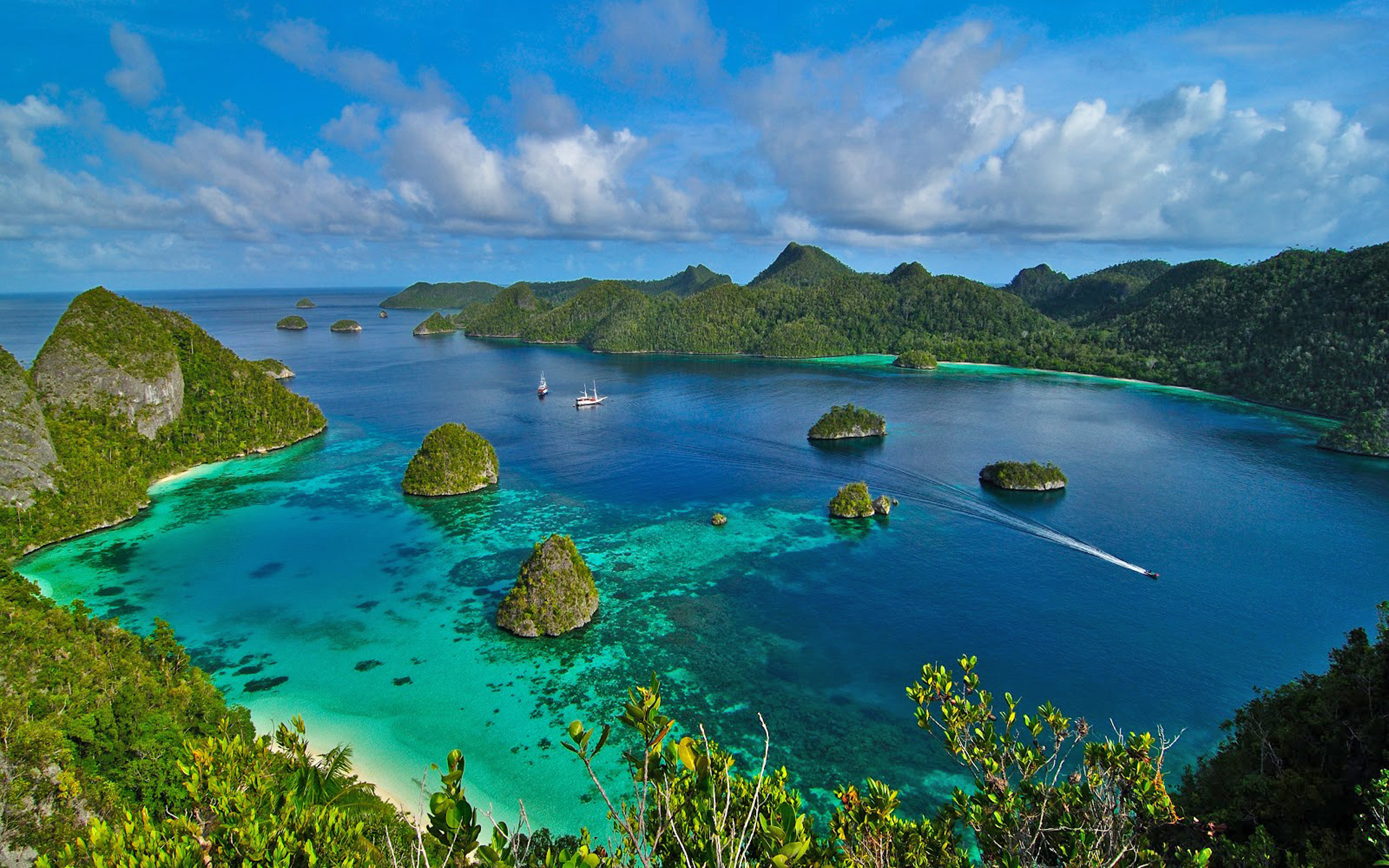 Raja Ampat Indonesia Lovely Ocean Bay Islands With Green