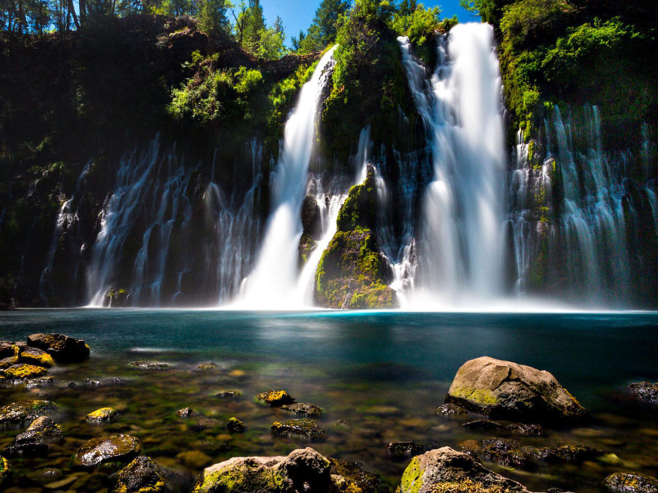 Niagara Falls Wallpaper 1366x768 Burney Falls Northern California Turquoise Blue Water Rock