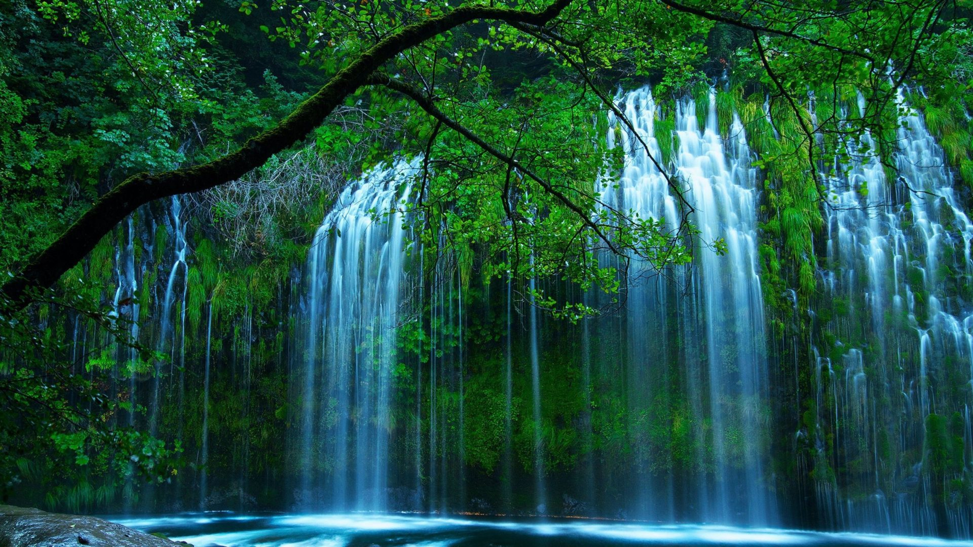 Animated Waterfalls Wallpapers Free Download Natural Beauty Beautiful Waterfall Drop Of Water Through