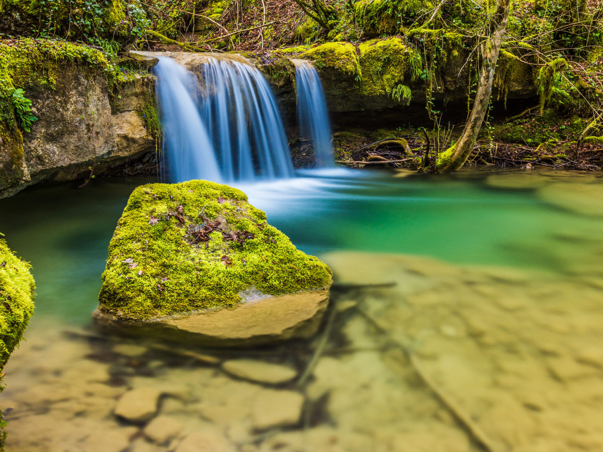 Fall Wallpaper Iphone 5 Nice Small Waterfall Clear Water Rocks With Moss Hd