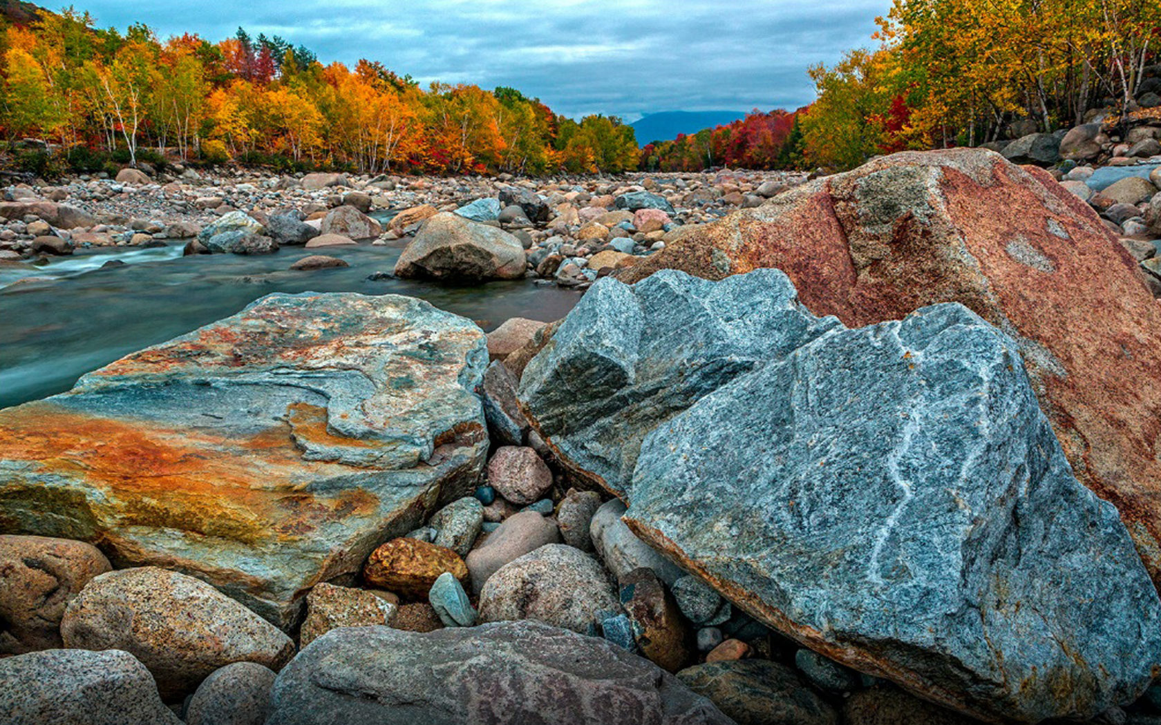 Fall Mountaons In The Sun Wallpaper Autumn In The New Hampshire River Pemigewuasset Desktop
