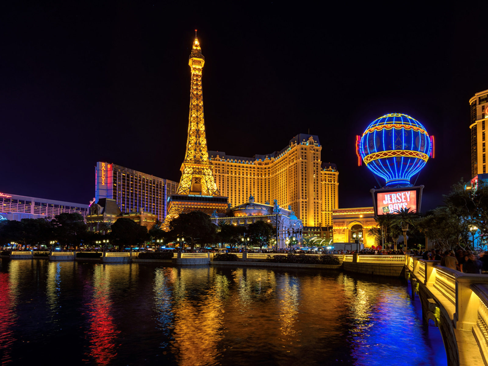 Las Vegas Hd Wallpaper Night Hotel Paris And Eiffel Tower In Las Vegas Nevada Desktop