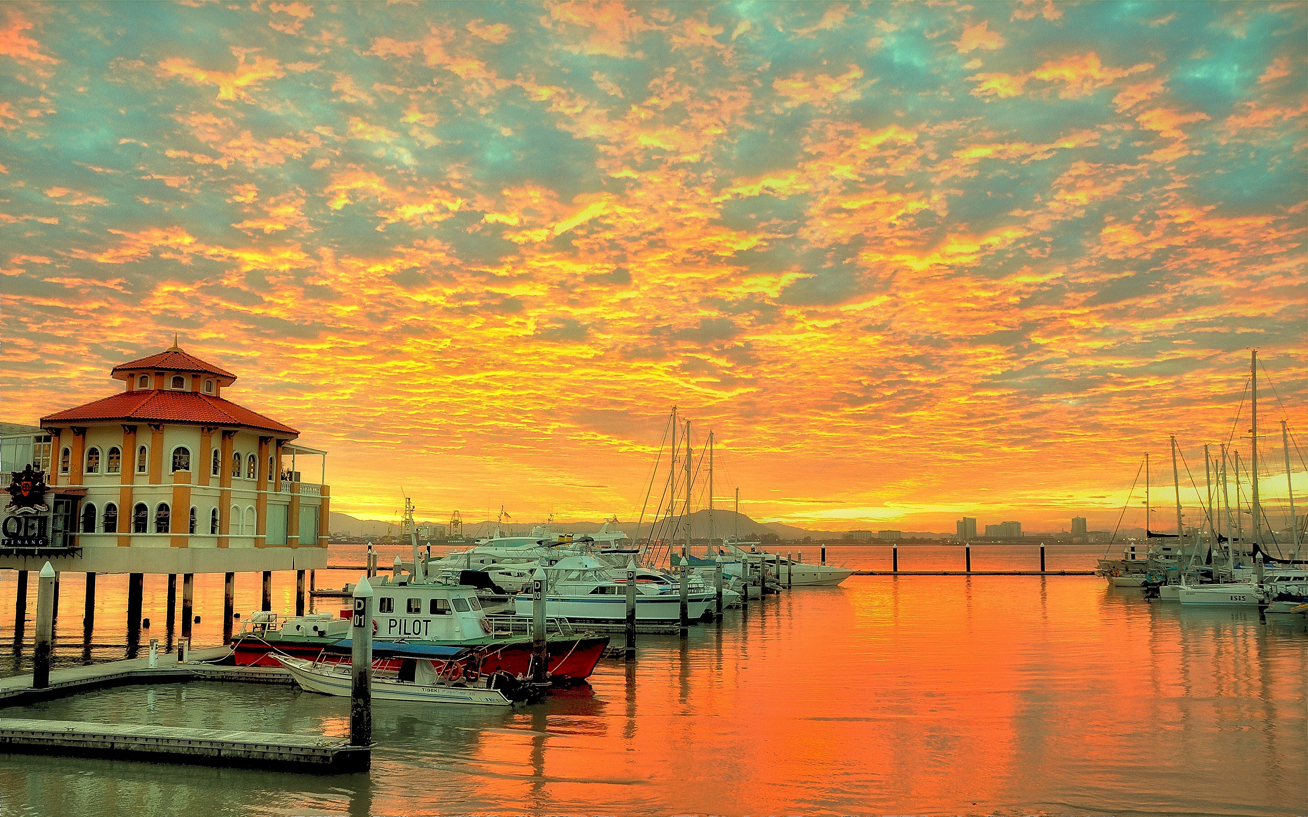 England Wallpaper Iphone 5 Sunset Red Sky With Cloud Reflection In Water Harbor For