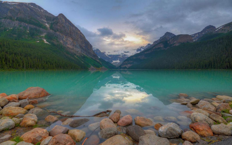 Beautiful Fall Wallpapers For Desktop Blue Lake Louise Hamlet In Alberta Canada Banff National