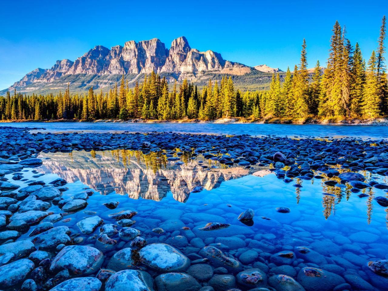 Free Christmas Wallpaper Iphone 4 Canada S Banff National Park Alberta Beautiful Mountain