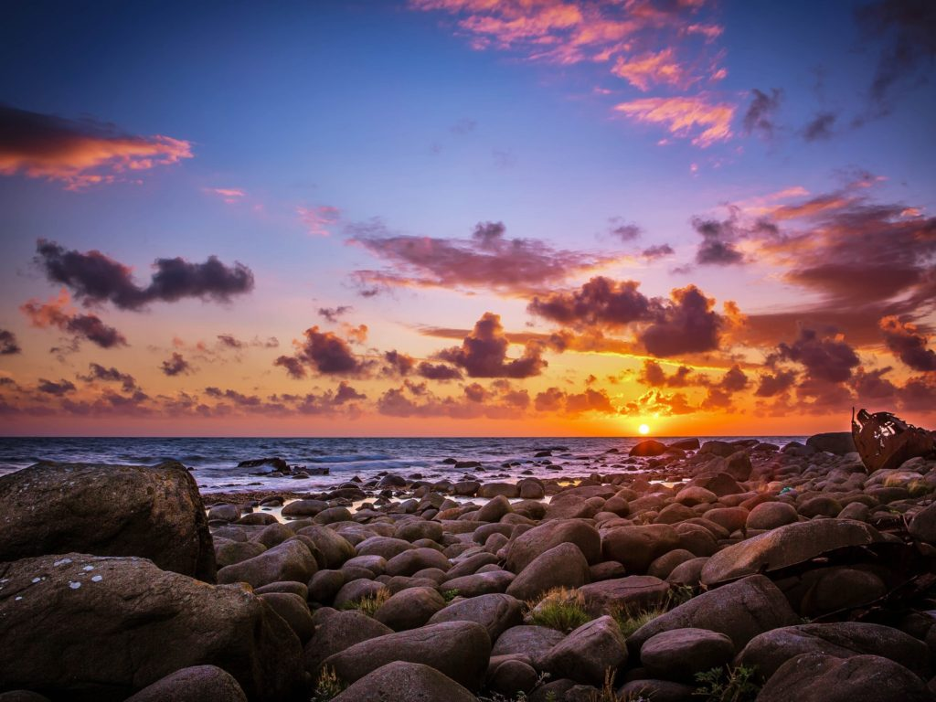 Amazing Wallpapers Hd For Iphone Last Sun Rays Above The Horizon Sea Coast Rocks With Rocks
