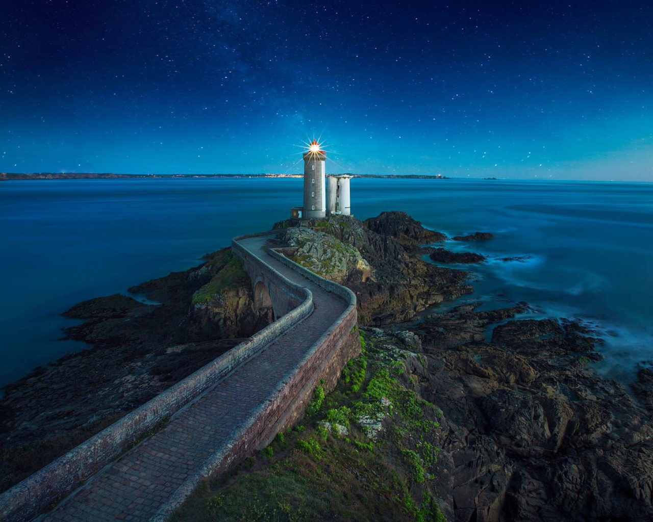 Green Bay Iphone 5 Wallpaper Phare Du Petit Minou Lighthouse Plouzan 233 Brittany France