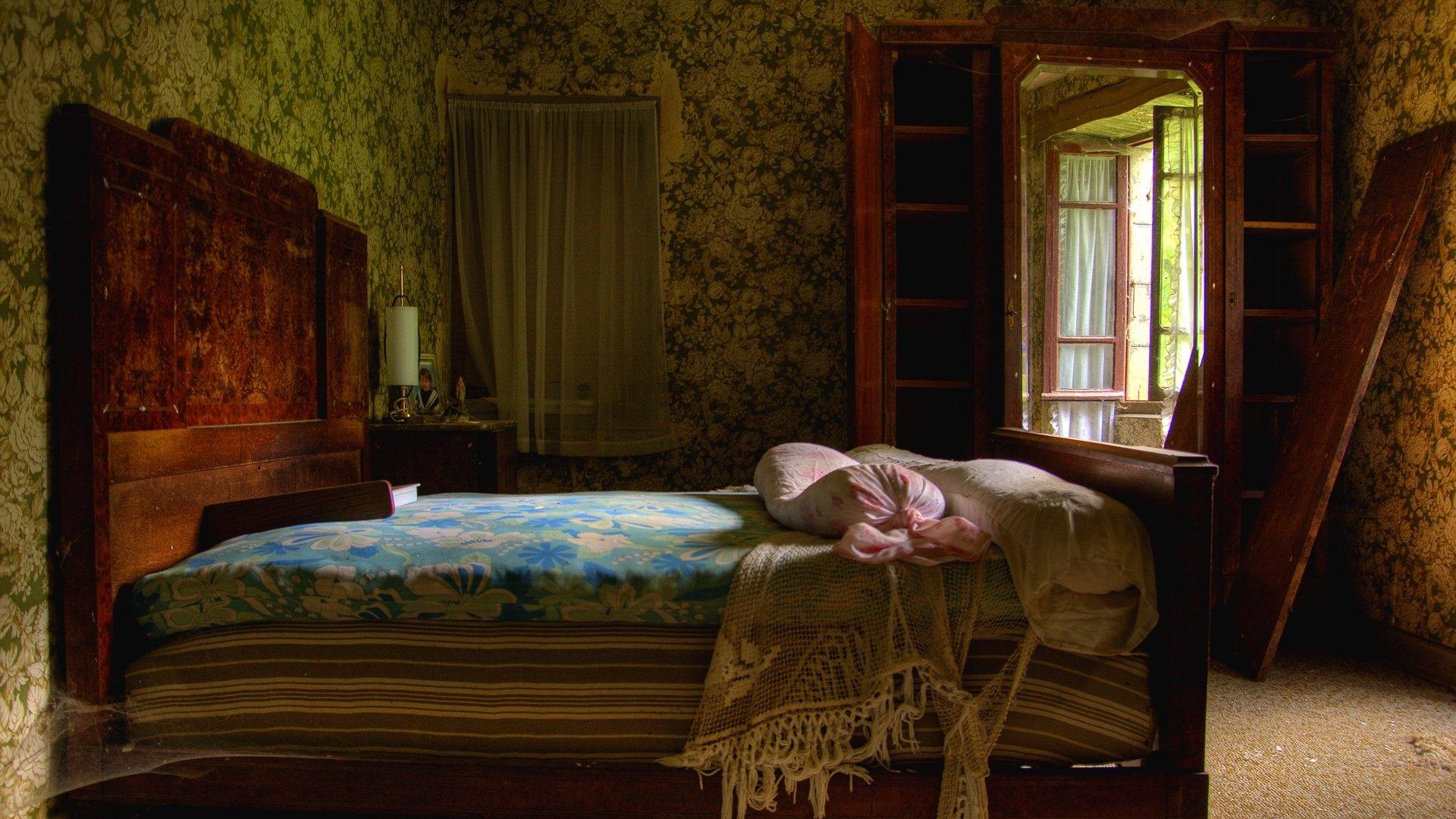 Download Wallpaper 1920x1080 Bedroom Antique Bed