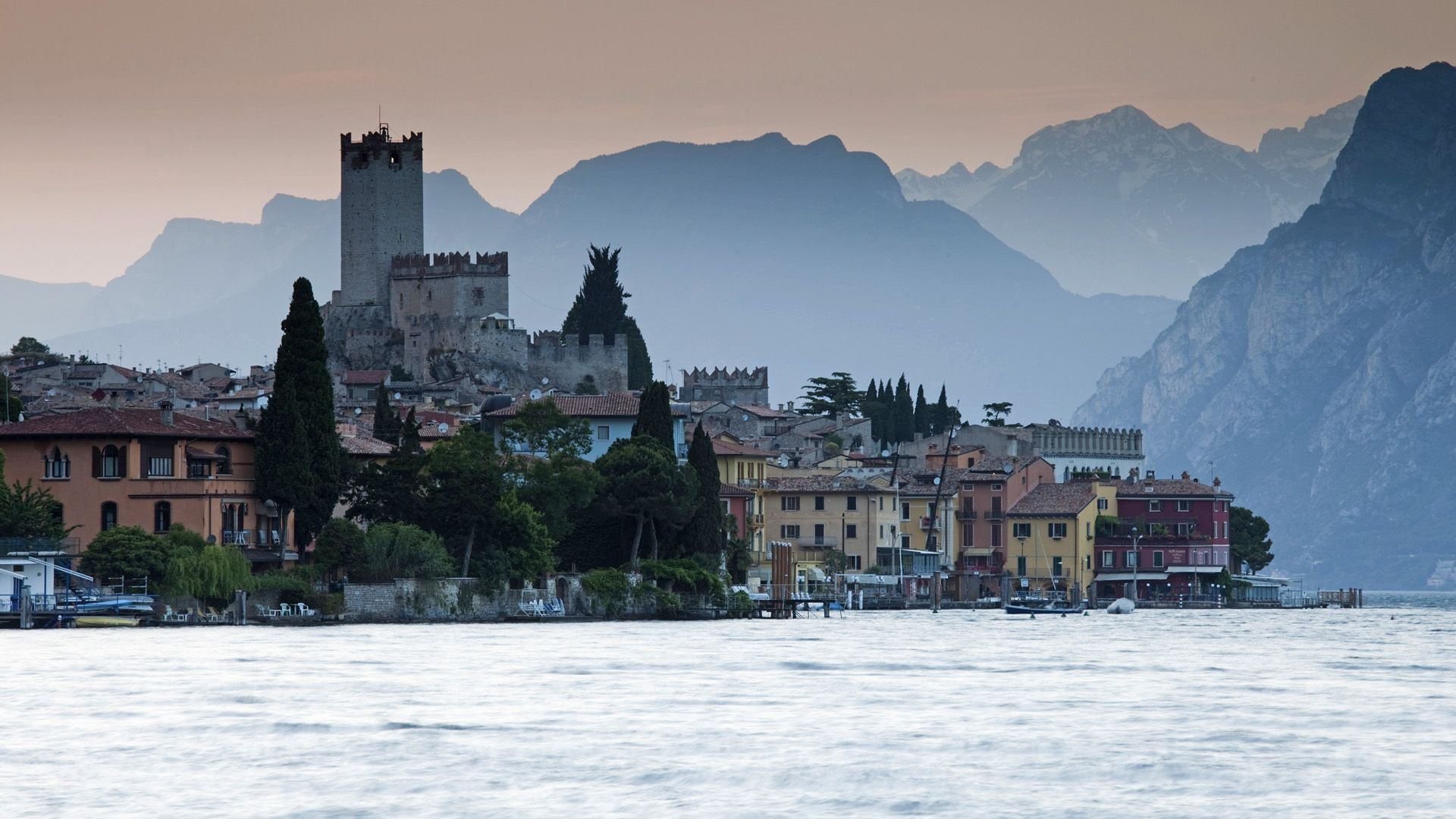 4k Wallpaper 3d National Geographic Download Lake Garda Wallpaper Gallery