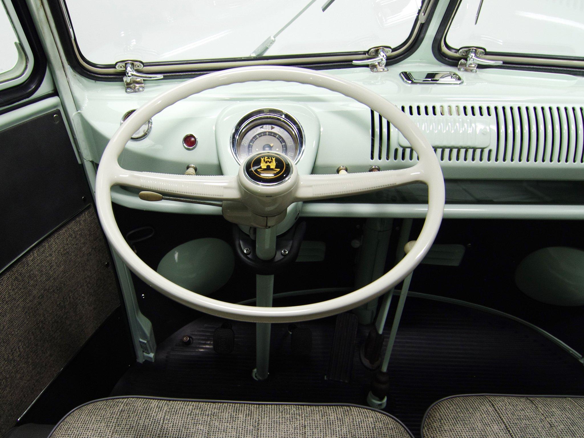 196367 Volkswagen T1 Deluxe Bus van classic interior g
