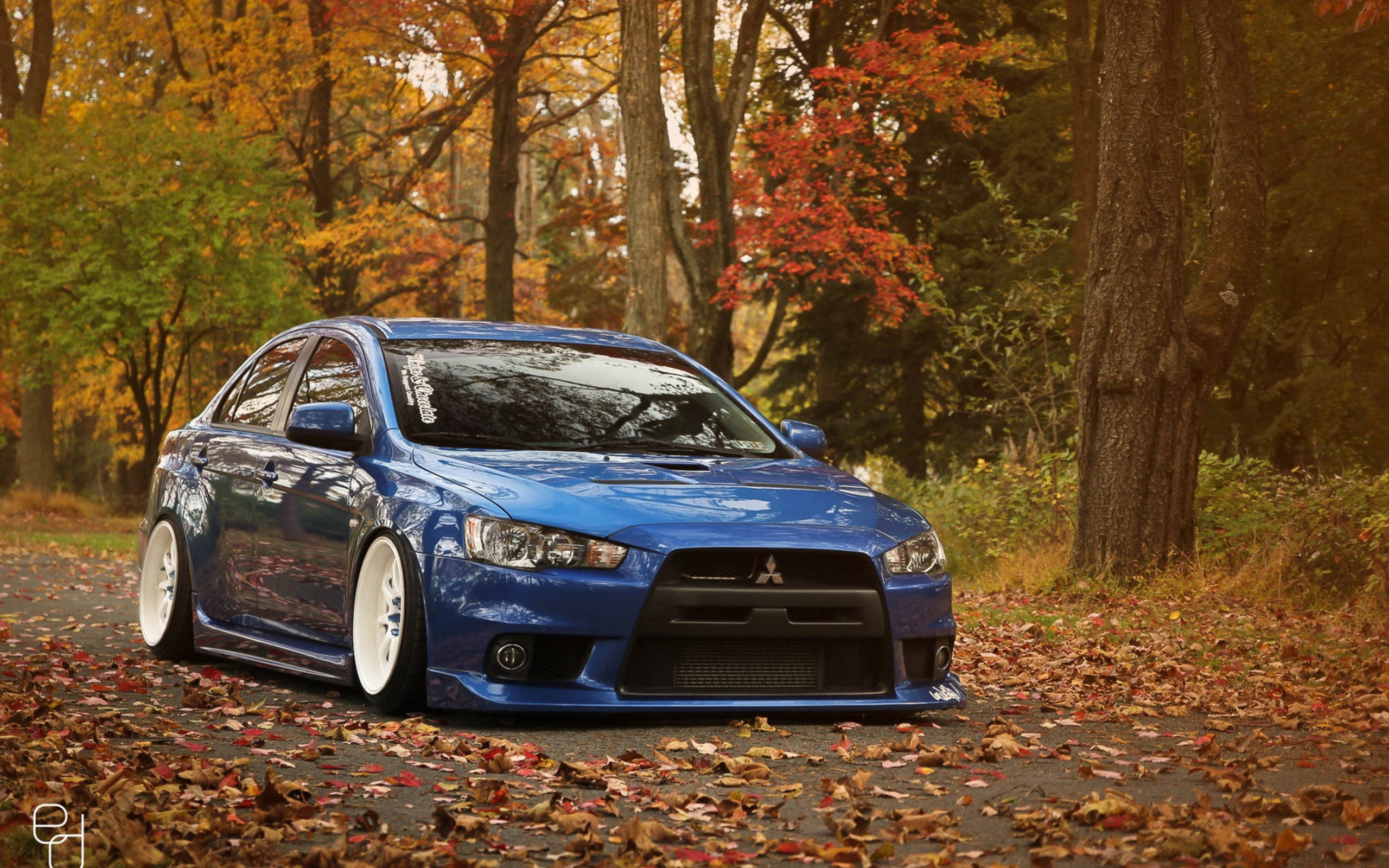 Autumn Old Car Wallpaper Cars Mitsubishi Lancer Evolution Wallpaper 2560x1600
