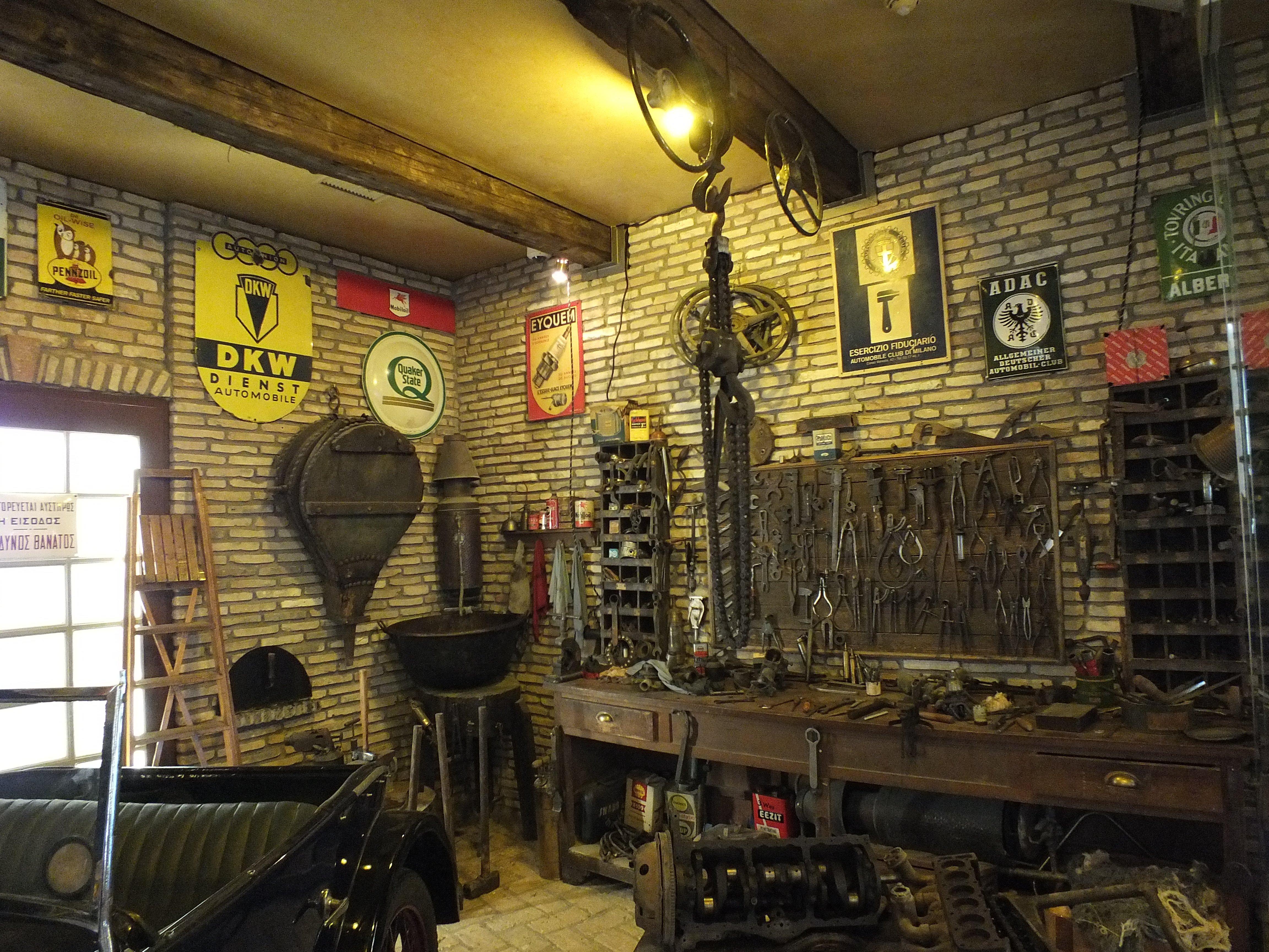 Oldtimer car workshop retro wallpaper  4608x3456  627653