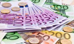 Viele Euro Geldscheine der Europäischen Union.
