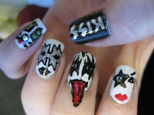 https://i0.wp.com/www.walyou.com/blog/wp-content/uploads/2009/12/kiss-costume-nail-design.jpg