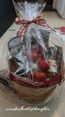 Apples Themed Auction basket from wandasknottythoughts 2015-10-27