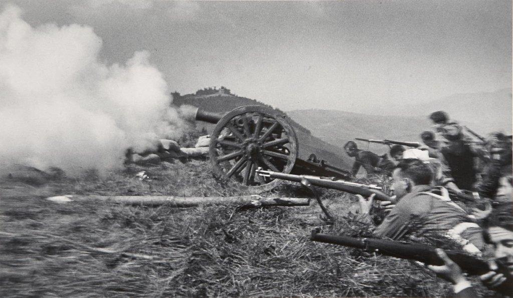 Milicianos disparando un cañón en una ubicación sin identificar , Guerra Civil española