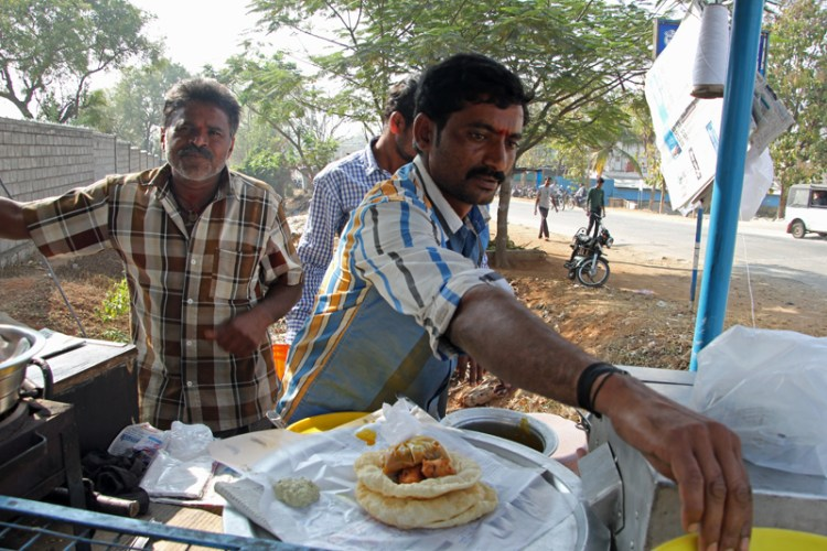 Poori and mirchi bhajji is the favourite roadside food