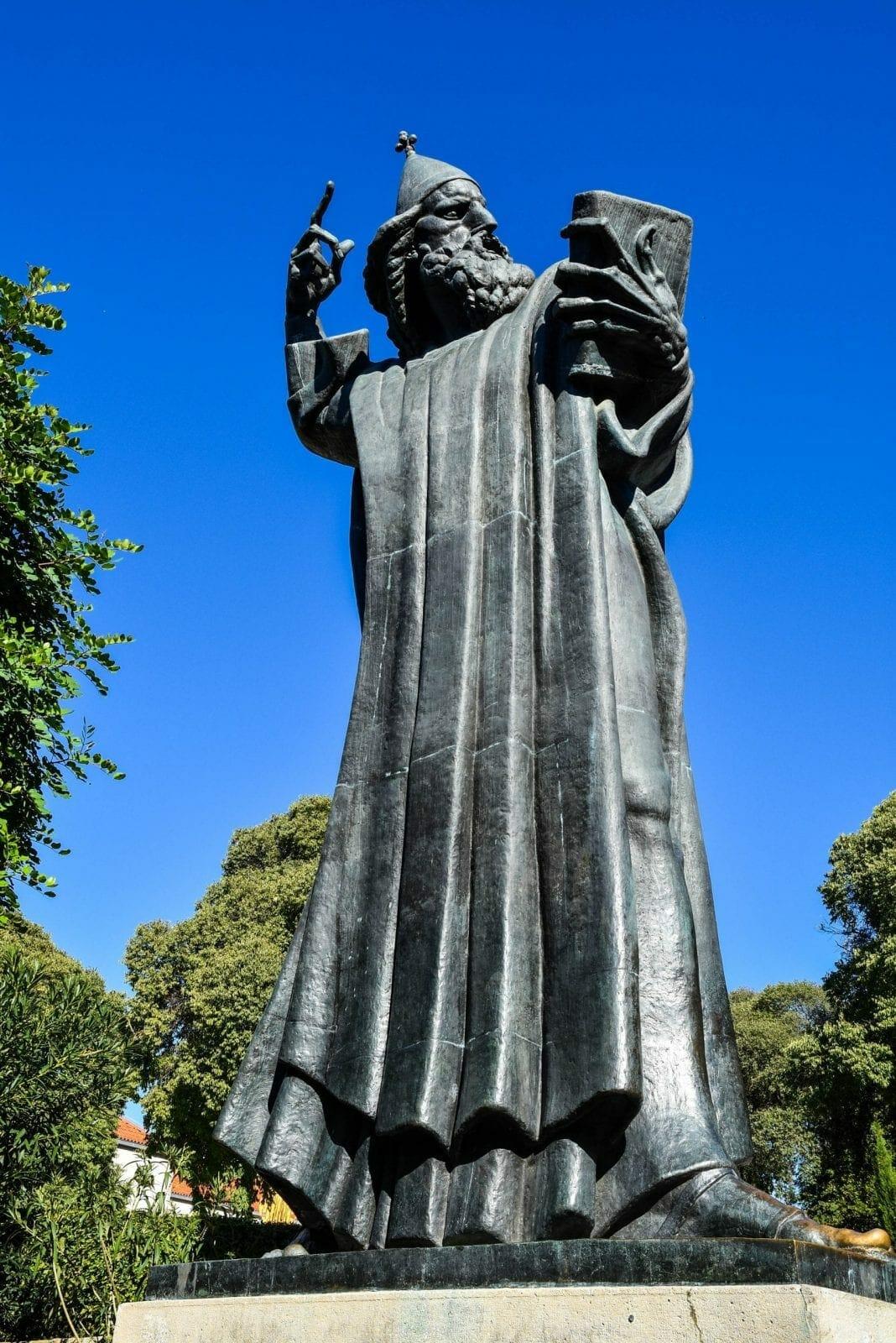 Split Grguur Ninski Statue