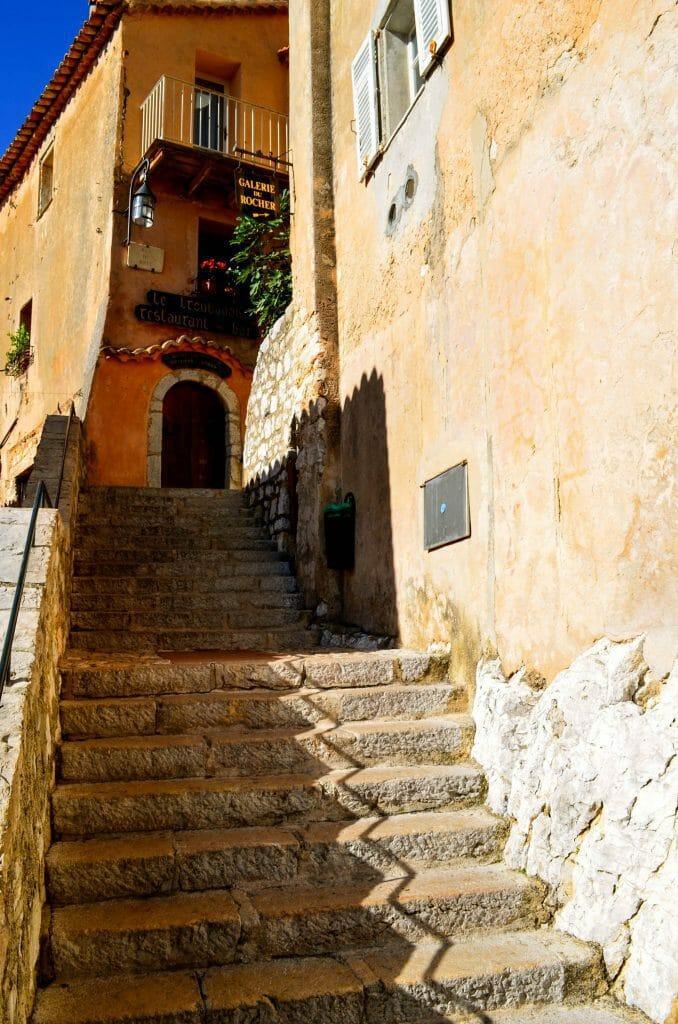 Steps Eze