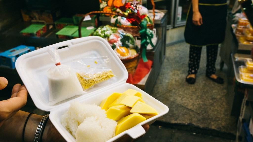 Mango sticky rice wandergirl Raja Ampat podróże podróżowanie blog podróżniczy blog o podróżowaniu turystyczny podroze podrozowanie podrozniczy
