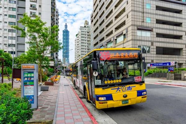 getting around taipei - bus