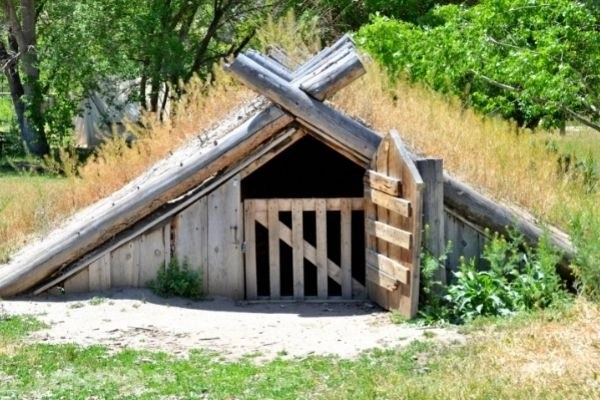 rootcellar method for preserving food. root cellar in a field