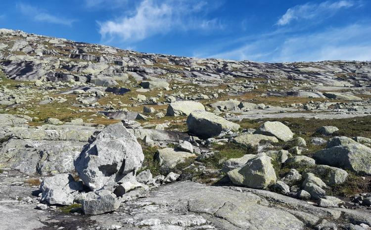 Trolltunga scenery rocks