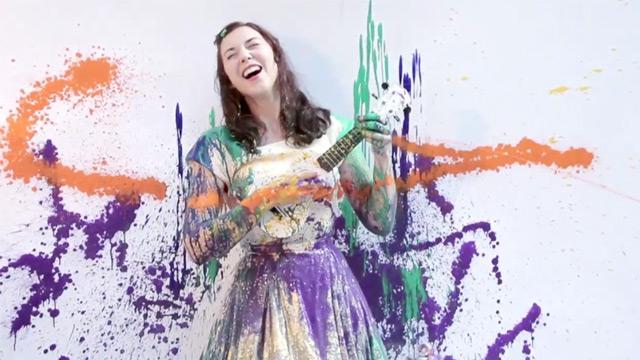 Lisa Hannigan ~ Very colorful 'Knots' video