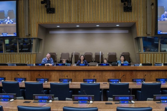 Family sitting behin UN platform