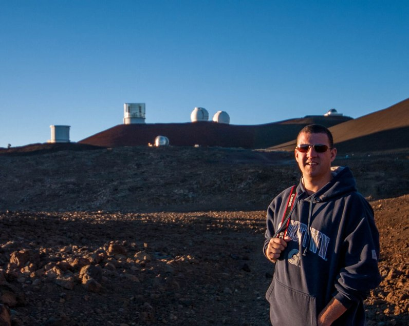 Man on trail to summit Mauna Kea to visit observatories
