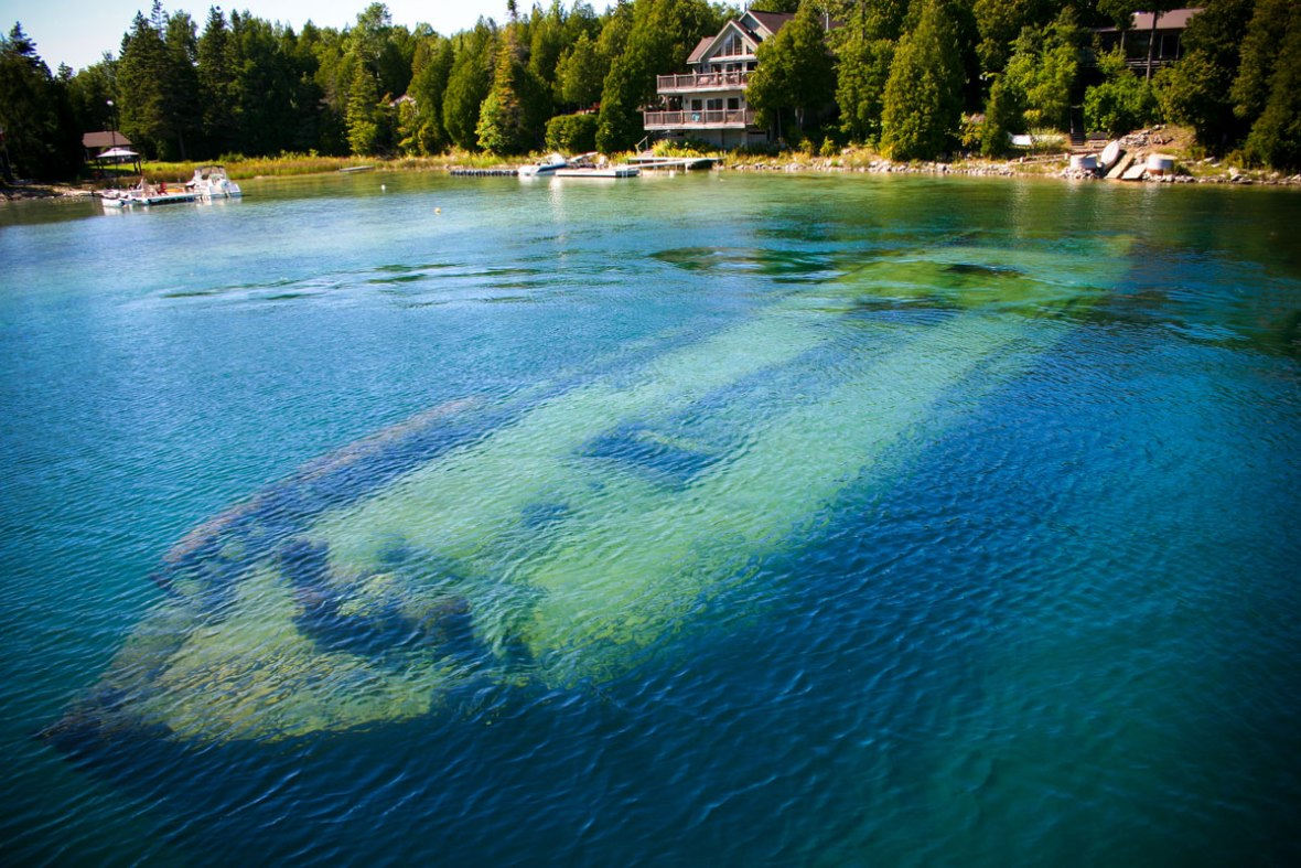 Sunken ship in Tobermory Ontario, one of the most amazing places in Canada