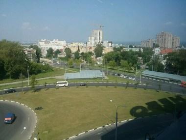Neubauten entstehen auch in Nischni Novgorod überall; die Stadt wächst noch für einige Jahre.
