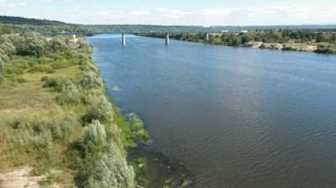 Welcher der 127.000 Flüsse mag das sein? Ich hab es vergessen, aber werde wohl diesen Moment zur kleinen Pause am Geländer mit Flussblick niemals vergessen.