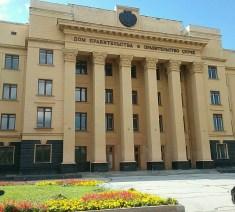 Natürlich hat die Republik Tschuwaschien auch einen eigenen Regierungspalast, gleich hinter dem Leninpark in bekannter sozialistischer Pracht.