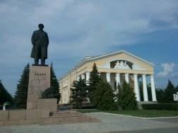 Das staatliche Mari - Theater mit Aufführungen ausschließlich in der Mari Sprache in bekannter Palast-bauweise - selbstverständlich gleich mit einem Lenin nebenan.