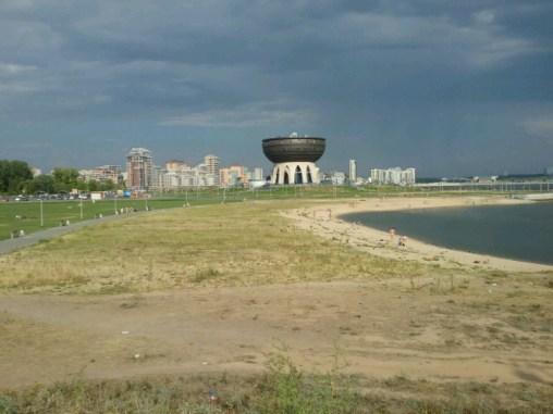 """Der Gral, oder """"the Cup"""" von Kazan nahe der Neustadt mit ihren Wolgastränden, eines der neuen Wahrzeichen dieser aufstrebenden, energiegeladenen Metropole."""