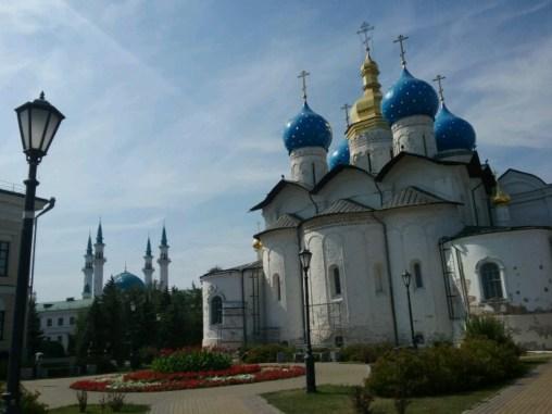 Die Mariä Verkündungskathedrale, seit Ivan dem Schrecklichen zentraler Bestandteil des Kazaner Kremls. Heute nach wie vor einer der wichtigsten Kirchen Russlands, wenn auch bei weitem nicht die älteste, ein Symbol der Russisch-Orthodoxen Expansion nach Osten, über Herrschaft aller Völker bis ins hinterste Sibirien.